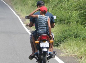 Motociclista-sem-capacete